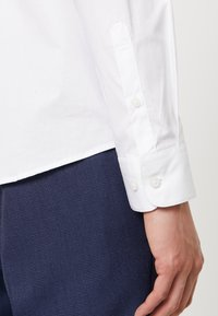 Selected Homme - SLHSLIMBROOKLYN - Business skjorter - white - 5
