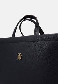 Tommy Hilfiger - BINDING TOTE - Handbag - blue - 4