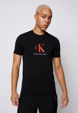 MONOGRAM ROLL CUFF TEE - T-shirt imprimé - black