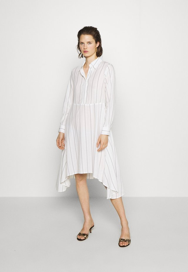 THE ASYM SHIRT DRESS - Paitamekko - white