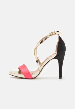 Sandály na vysokém podpatku - coral