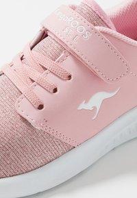 KangaROOS - KL-HINU UNISEX - Sneakers laag - frost pink metallic - 2