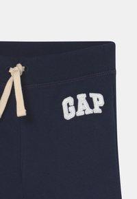 GAP - LOGO  - Shorts - blue galaxy - 2