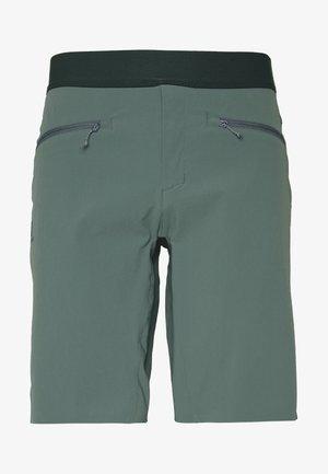 WAYFARER PULL ON SHORT - Pantalones montañeros cortos - balsam green