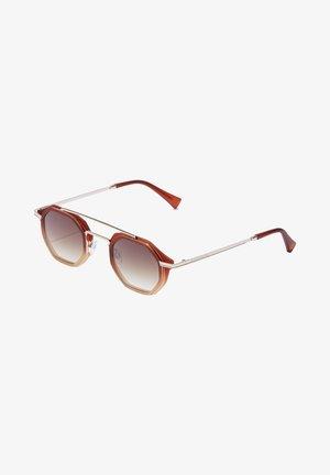 CITYBREAK - Sunglasses - red