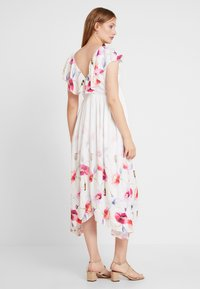 True Violet Maternity - TRUE HI LOW MIDAXI DRESS WITH FRILLS - Długa sukienka - ombre cream - 2