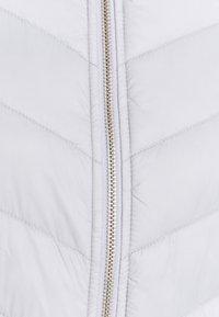 Barbour International - EVERLY - Lehká bunda - ice white - 7
