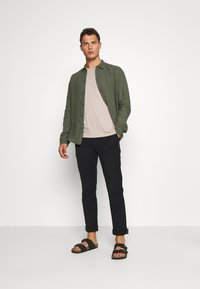 Pier One - Shirt - olive - 1