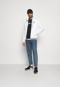 Nike Sportswear - TRIBUTE - Chaqueta de entrenamiento - white/black - 1