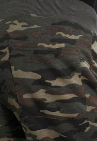 Alpha Industries - FIT PANT - Pantalon de survêtement - woodl. camo 65 - 6