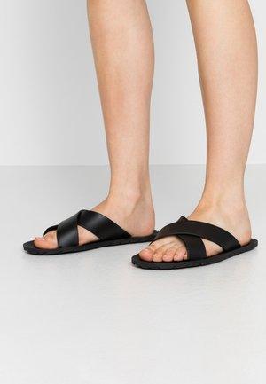VEGAN LORENA - Sandales de bain - black