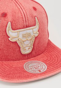 Mitchell & Ness - NBA CHICAGO BULLS SNOW WASHED NATURAL SNAPBACK - Keps - red - 2