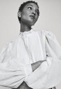 Claudie Pierlot - CHATELLE - Košile - ecru - 4