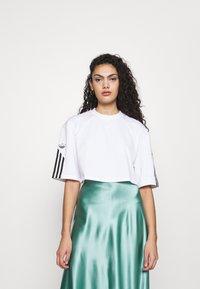 adidas Originals - CROP - Print T-shirt - white - 0