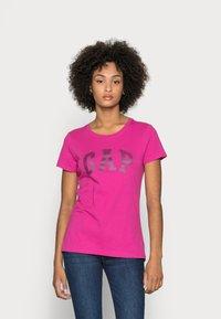 GAP - TEE - T-shirt z nadrukiem - hot magenta - 0