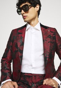 Twisted Tailor - LORRIS SUIT - Oblek - black/red - 7