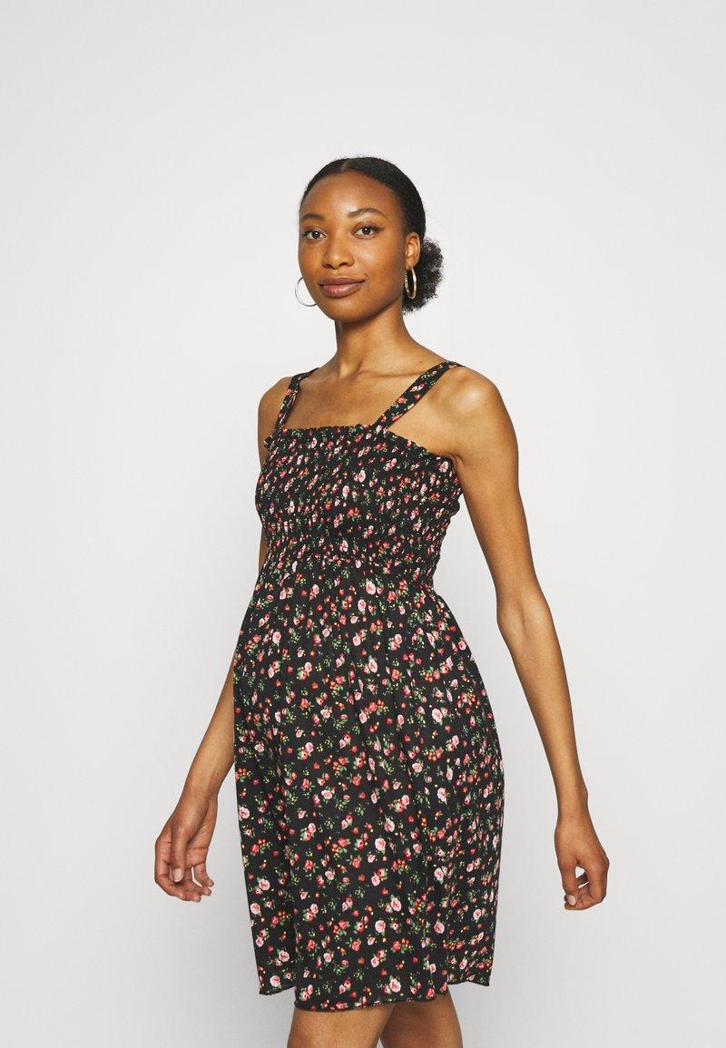 MAMALICIOUS - MLLILOZ SHORT DRESS - Jersey dress - black/red