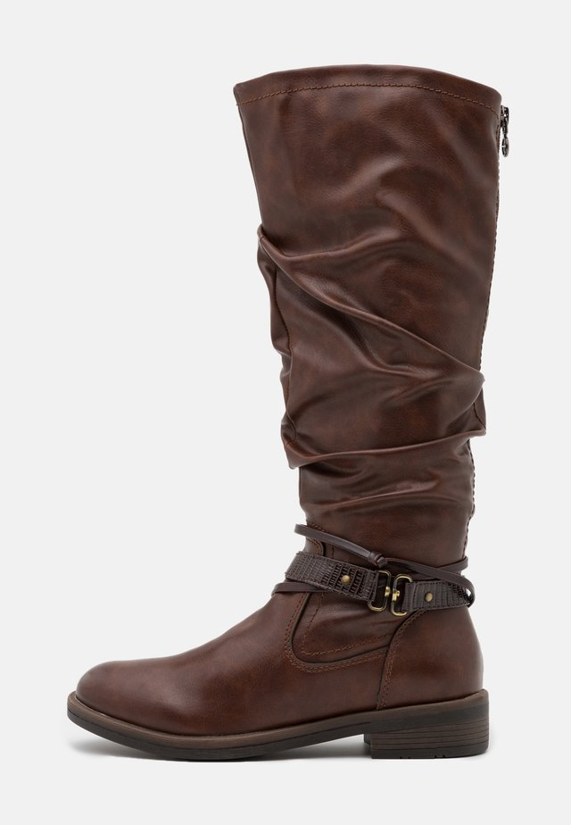 BOOTS - Vysoká obuv - brandy