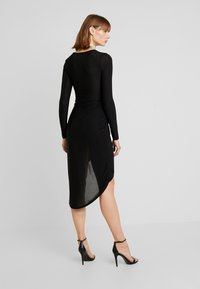 Missguided - SLINKY PLUNGE WRAP BELT DETAIL MIDI DRESS - Jerseyjurk - black - 2