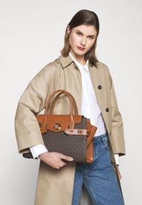 MICHAEL Michael Kors - CARMEN FLAP BELTED SATCHEL - Handbag - brown/acorn - 1