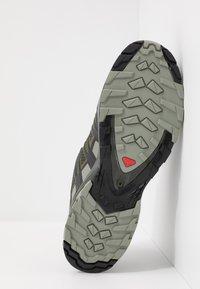 Salomon - XA PRO 3D V8 - Hiking shoes - grape leaf/peat/shadow - 4