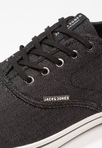 Jack & Jones - JFWHEATH - Sneakersy niskie - anthracite - 5