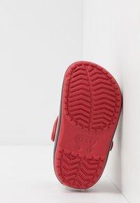 Crocs - CROCBAND - Sandały kąpielowe - pepper/graphite - 5
