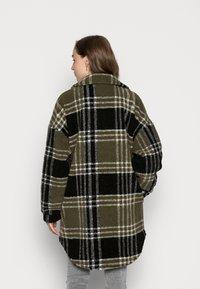 ONLY - ONLNEWCAMILLA SHACKET - Classic coat - kalamataas - 2