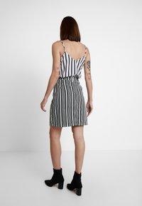 WHY7 - DANI SKIRT STRIPE - Denimová sukně - black/white - 2