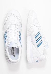 adidas Originals - A.R. TRAINER - Sneakersy niskie - footwear white/blue/sky tint - 3