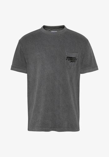 TJM POCKET GRAPHIC - Print T-shirt - schwarz