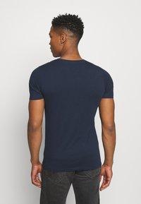 Jack & Jones - JCOALPHA TEE - Print T-shirt - navy blazer - 2