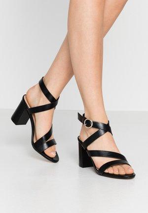 MAROON - Sandaalit nilkkaremmillä - black