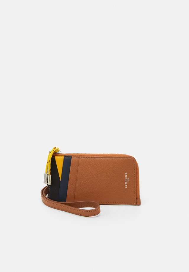 NATHAN ZIPPED STRAP CARDS HOLDER UNISEX - Portfel - tan/crepuscule/arnica