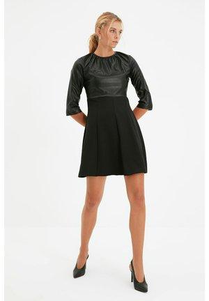 Plisovaná sukně - black