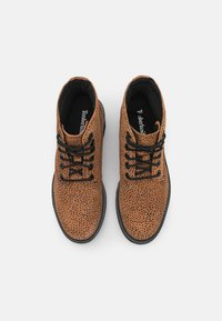 Timberland - KORI PARK 6 INCH BOOT - Classic ankle boots - cheetah - 5