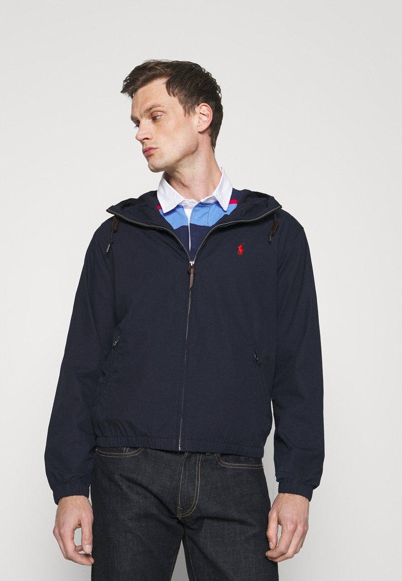 Polo Ralph Lauren - POPLIN HOODED JACKET - Summer jacket - aviator navy