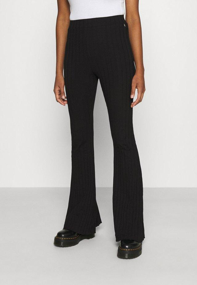 NOA FLARE PANTS WOMEN - Legging - black