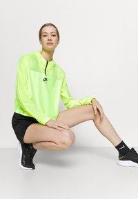 Nike Performance - SHORT PLUS - Pantalón corto de deporte - black/white - 3