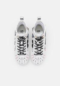 KARL LAGERFELD - SKOOL BADGE - Sneaker high - white - 4