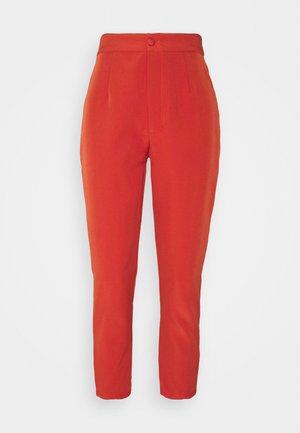 TAILORED CIGARETTE TROUSER - Trousers - orange