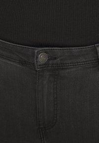 Vero Moda Curve - VMTANYA PIPING - Jeans Skinny Fit - dark grey denim - 4