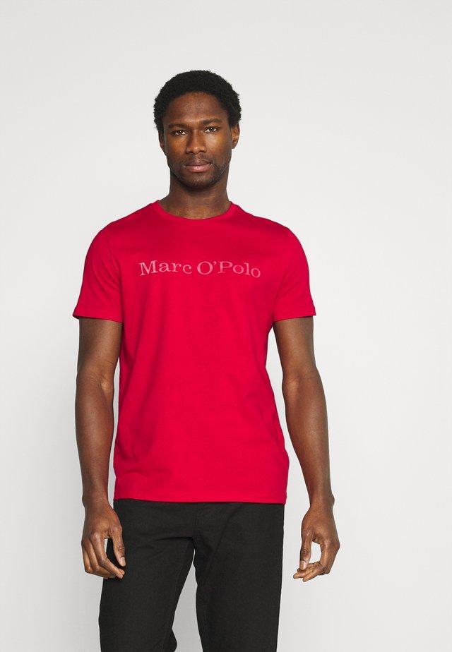 SHORT SLEEVE - Print T-shirt - scarlet