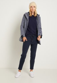 TOM TAILOR - ZIPPED PANTS - Bukse - sky captain blue - 1