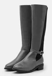 RAID Wide Fit - WIDE FIT - Klassiska stövlar - grey/black - 2