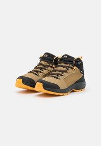 Salomon - OUTWARD CSWP UNISEX - Hiking shoes - safari/phantom/warm apricot - 1