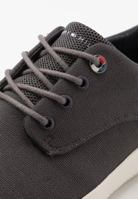 Tommy Hilfiger - LIGHTWEIGHT LACE UP SHOE - Trainers - grey - 5