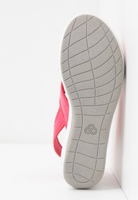 Cloudsteppers by Clarks - STEP CALI COVE - Platform sandals - berry - 6