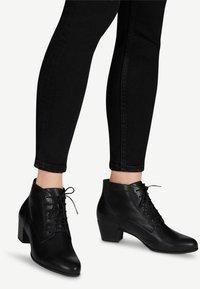 Tamaris - STIEFELETTE - Cowboy/biker ankle boot - black - 1