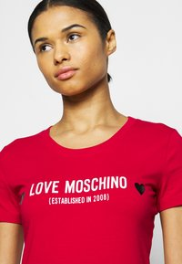 Love Moschino - Print T-shirt - red - 4